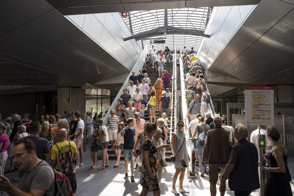 Ruim 72.000 reizigers per dag sinds de start van de nieuwe dienstregeling en de opening van de Noord/Zuidlijn