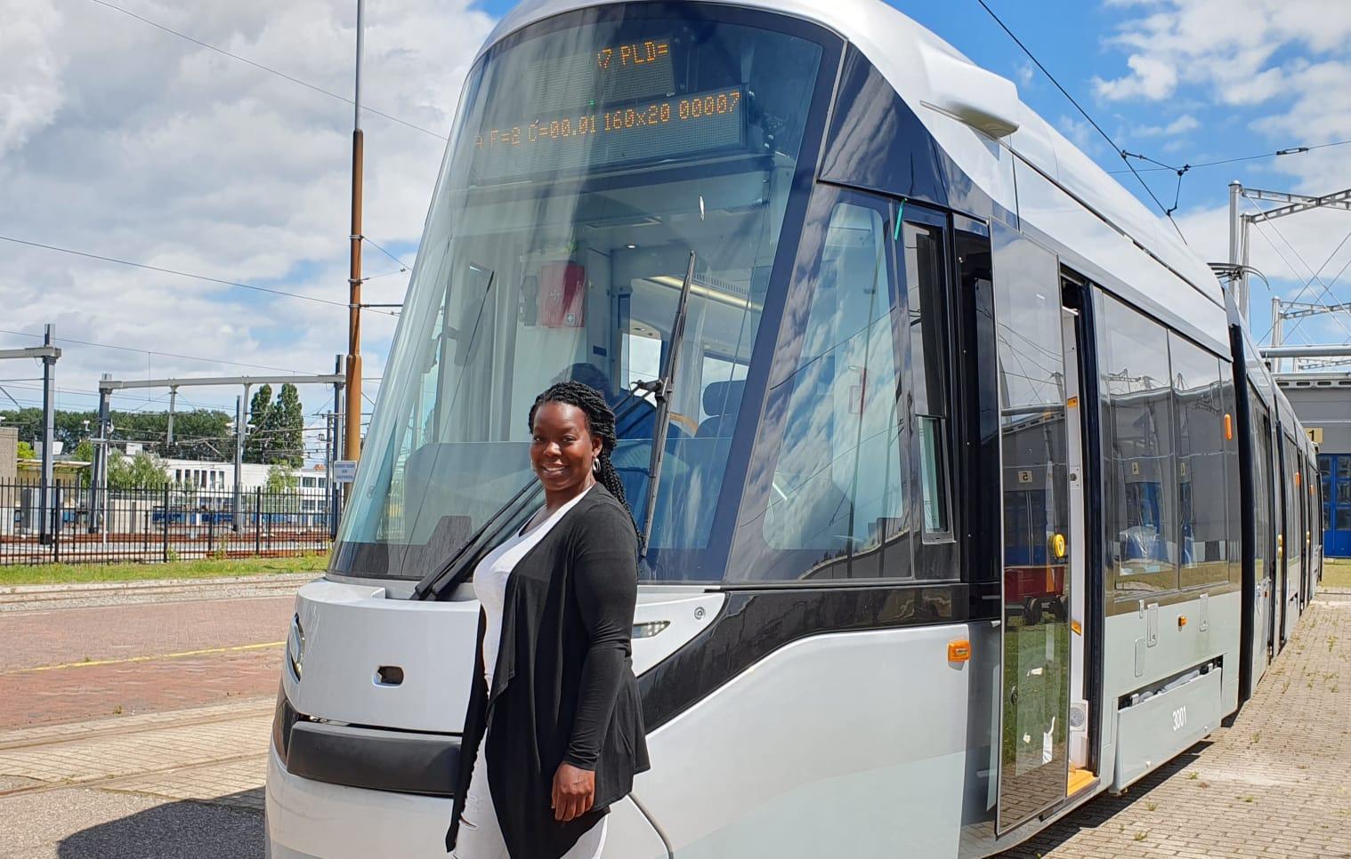 Instructeur Lucenda Proeger bij nieuwe 15G tram