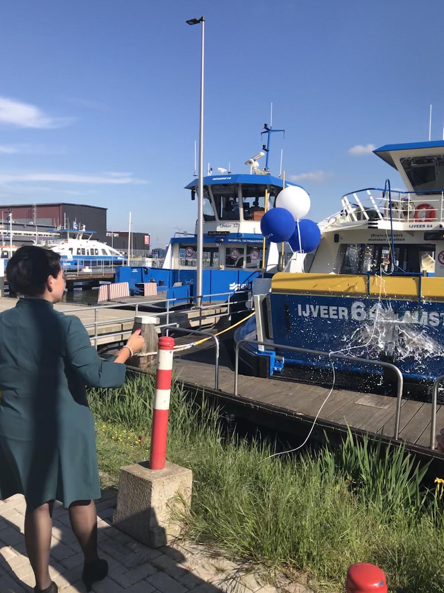 Nieuwe IJveer 64 doop wethouder Dijksma
