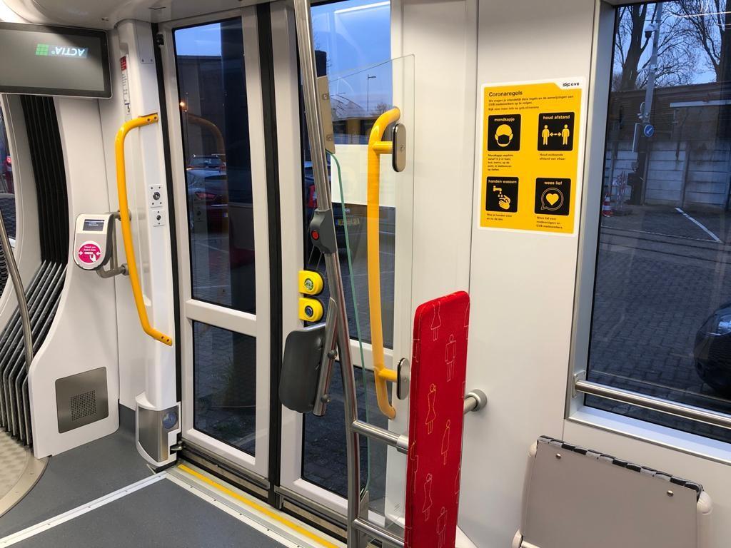 Nieuwe 15G tram GVB blauw wit interieur