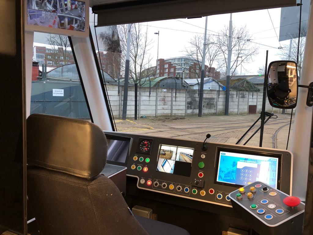 Nieuwe 15G tram GVB blauw-wit cabine